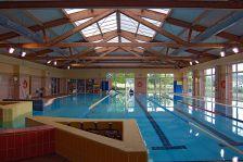 L'interior de la piscina municipal